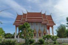 Templo con el fondo del cielo bajo luz del sol Foto de archivo