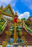 Templo con el gigante en Phuket Fotos de archivo