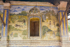 Templo con la pintura antigua sobre la ley de karmas desde el año 1928 fotografía de archivo