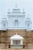 Templo con las estatuas de la imagen de Buda Foto de archivo libre de regalías
