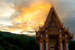Templo con puesta del sol Fotos de archivo
