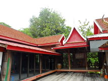 Templo construido de la madera de la teca Fotos de archivo libres de regalías