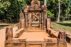 Templo cor-de-rosa hindu cambodia de Banteay Srei fotografia de stock royalty free