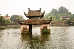 Templo da água em Hanoi, Vietname fotografia de stock royalty free