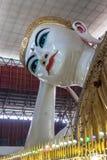 Templo da Buda de Chaukhtatgyi em Yangon, Myanmar Fotos de Stock