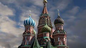 Templo da catedral da manjericão de Saint da manjericão o quadrado abençoado, vermelho, Moscou, Rússia video estoque