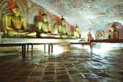 Templo da caverna de Dambulla foto de stock