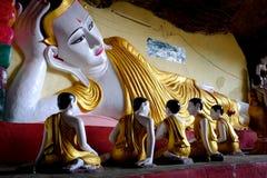 Templo da caverna de Kawgun Imagens de Stock