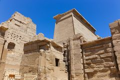 Templo da cidade de Medinet Habu ou de Habu - Egito foto de stock