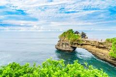 Templo da ilha do lote de Tanah fotografia de stock royalty free