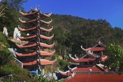Templo da montanha Phan Thiet do Cu da Buda Ta do nirvana, Vietname Foto de Stock Royalty Free