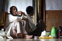 Templo das pessoas idosas em Myanmar fotografia de stock