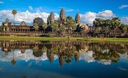 Templo de Angkor Wat, Siem Reap, Cambodia Reflexão no lago Imagem de Stock