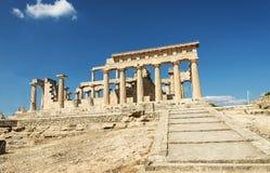 Templo de Aphaia en la isla de Aegina en un día de verano en Grecia Imagen de archivo
