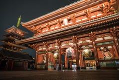 Templo de Asakusa ou de Sensoji iluminado na noite Foto de Stock