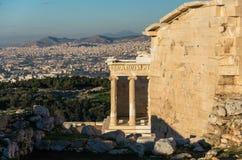Templo de Athena Nike na acrópole em Atenas fotografia de stock royalty free