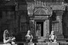 Templo de Banteay Srei (preto e branco) foto de stock
