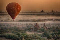 Templo de Birmania en madrugada Foto de archivo