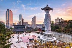 Templo de Bongeunsa na cidade de Seoul, Coreia do Sul fotos de stock royalty free