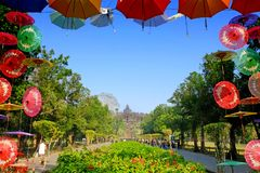 Templo de Borobudur con el jardín hermoso Fotos de archivo