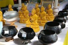 Templo de Buddha de la oferta adentro imagen de archivo libre de regalías