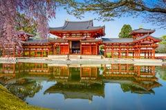 Templo de Byodoin na mola foto de stock