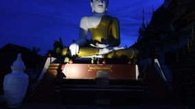 Templo de Chiangmai en el día de la tarde almacen de video