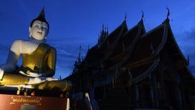 Templo de Chiangmai en el día de la tarde almacen de metraje de vídeo