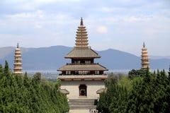Templo de Chongshen y tres pagodas en Dali Provincia de Yunnan China Foto de archivo