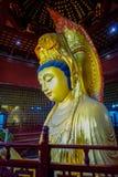 TEMPLO DE CHONGYUANG, CHINA: Ciérrese encima de la estatua de oro hermosa de Buda, grandes decoraciones detalladas, parte de área Imagen de archivo libre de regalías