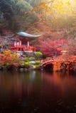 Templo de Daigo-ji en otoño foto de archivo
