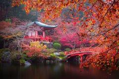 Templo de Daigo-ji en otoño fotografía de archivo