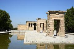 Templo DE Debod op een duidelijke de zomerdag stock foto's