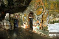 Templo de Diva Guhawa Caves en Ratnapura en Sri Lanka Imágenes de archivo libres de regalías