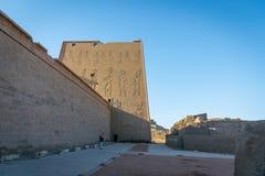 Templo de Edfu Dedicado ao deus Horus do falc?o Egypt fotos de stock