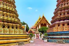 Templo de Emerald Buddha en la puesta del sol, Tailandia, Bangkok, Wat Phra Kaew El palacio magnífico real Fotografía de archivo libre de regalías