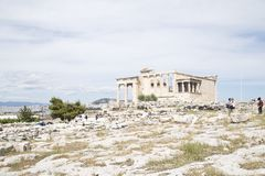 Templo de Erechtheion, Atenas, Gr?cia - em maio de 2014 imagens de stock royalty free