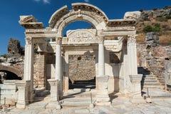 Templo de Hadrian en la ciudad antigua de Ephesus, Selcuk, Turquía Foto de archivo