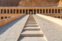 Templo de Hatshepsut en el valle de los reyes imagen de archivo libre de regalías