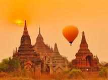 Templo de Htilominlo en Bagan myanmar foto de archivo