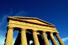 Templo de Italia - de Agrigento en el cielo azul Fotografía de archivo libre de regalías