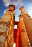 Templo de Jupiter sobre o céu azul, Baalbek, Líbano imagens de stock royalty free