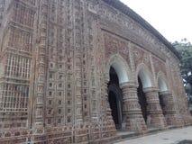 Templo de Kantanagar com século XVIII Bangladesh do projeto da terracota foto de stock
