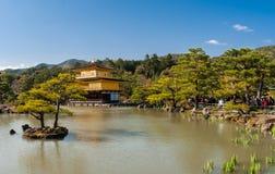 Templo de Kinkaku-Ji Imagenes de archivo