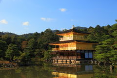 Templo de Kinkaku-ji do pavilhão dourado Imagens de Stock Royalty Free