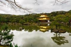 Templo de Kinkaku-Ji em Kyoto Fotografia de Stock Royalty Free