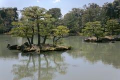 Templo de Kinkaku-ji ou pavilhão dourado imagens de stock royalty free