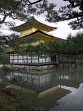 Templo de Kinkakuji del pabellón de oro Imagenes de archivo