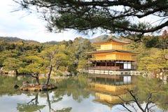 Templo de Kinkakuji (o pavilhão dourado) Imagem de Stock