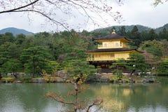 Templo de Kinkakuji, pabellón de oro en Kyoto, Japón Imagen de archivo